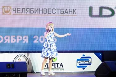 Ярослава Дегтярева выступает для зрителей чемпионата